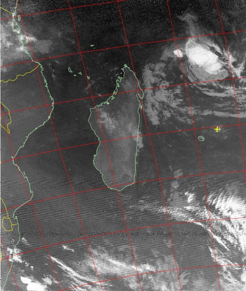 Severe tropica storm Fantala, Noaa 15 IR 23 Apr 2016 06:19