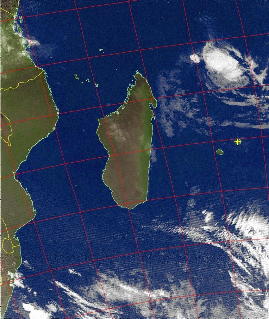 Severe tropical storm Fantala, Noaa 15 IR 23 Apr 2016 06:19