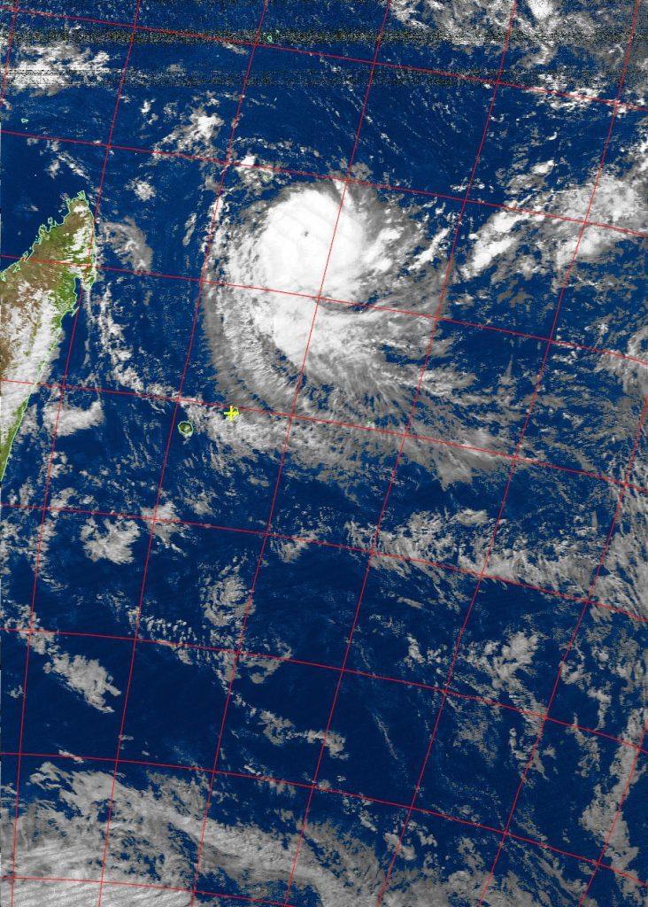 Intense tropical cyclone Fantala, Noaa 19 VIS 15 Apr 2016 14:36