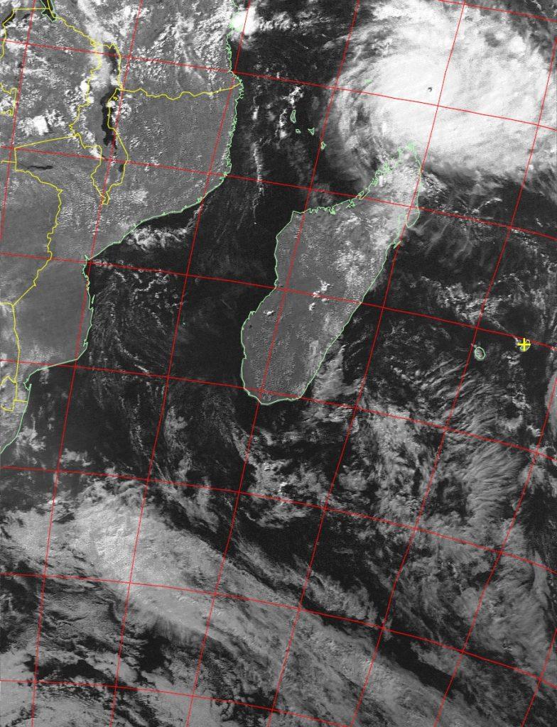 Very intense tropical cyclone Fantala, Noaa 19 VIS 18 Apr 2016 15:43