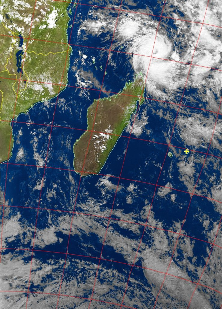 Tropical cyclone Fantala, Noaa 19 VIS 19 Apr 2016 15:32