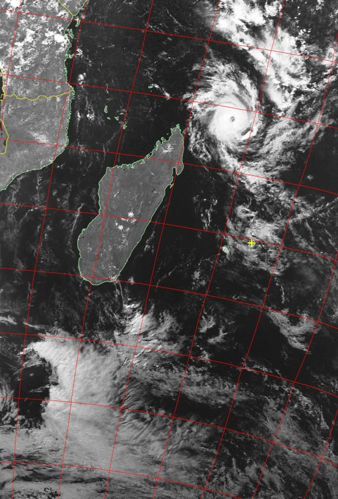 Tropical cyclone Fantala, Noaa 19 VIS 20 Apr 2016 15:20