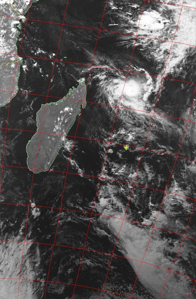 Severe tropical cyclone Fantala, Noaa 19 VIS 21 Apr 2016 15:08