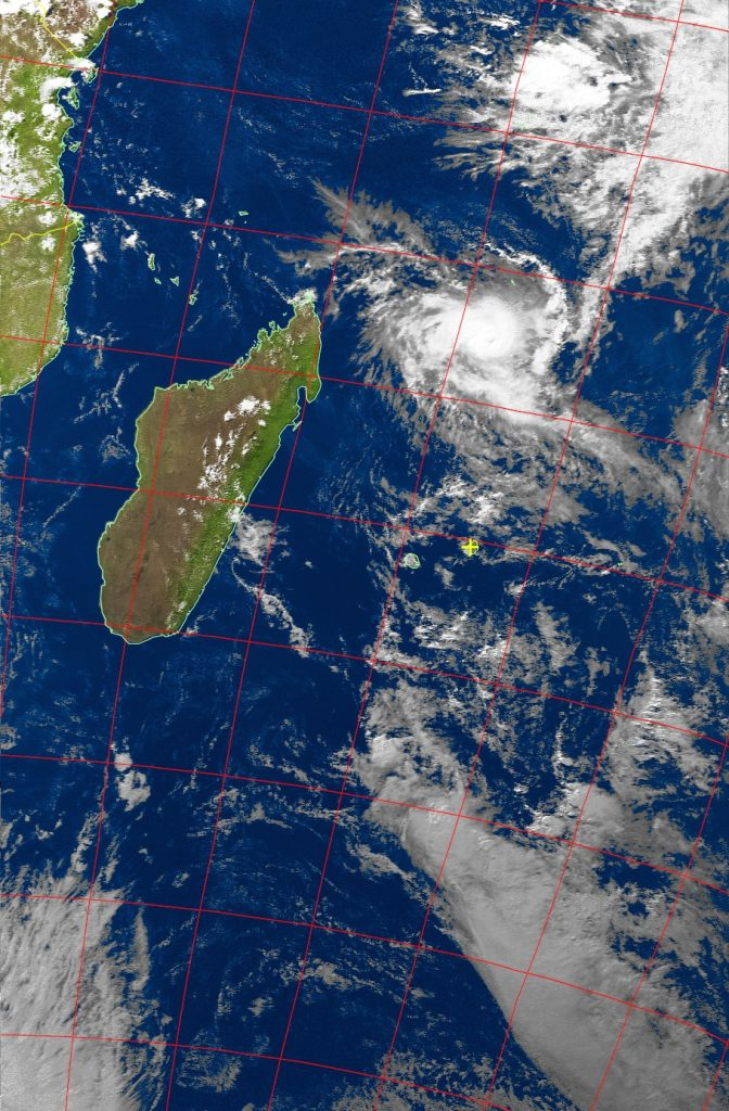 Severe tropical cyclone Fantala, Noaa 19 VIS 21 Apr 2016 15:08