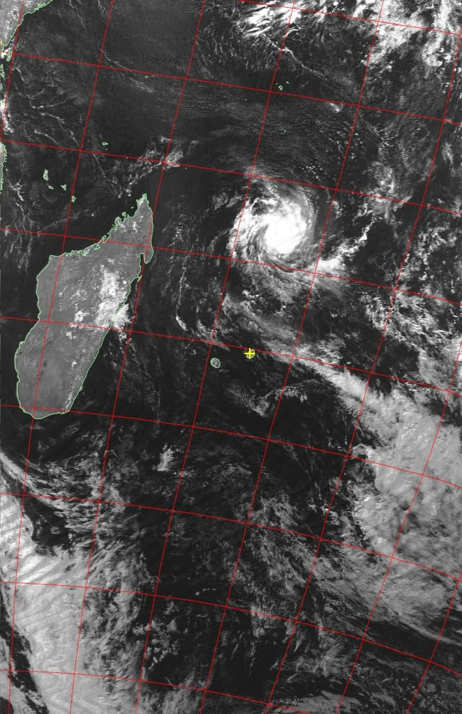 Tropical cyclone Fantala, Noaa 19 VIS 22 Apr 2016 14:57